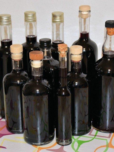 dettaglio bottiglie mirto